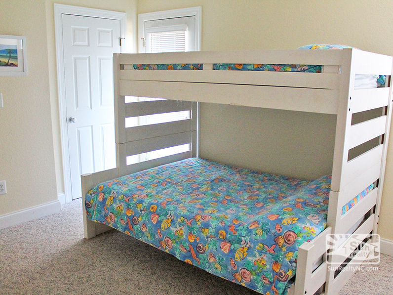 Mid-Level Pyramid Bunk Master w-Deck Access