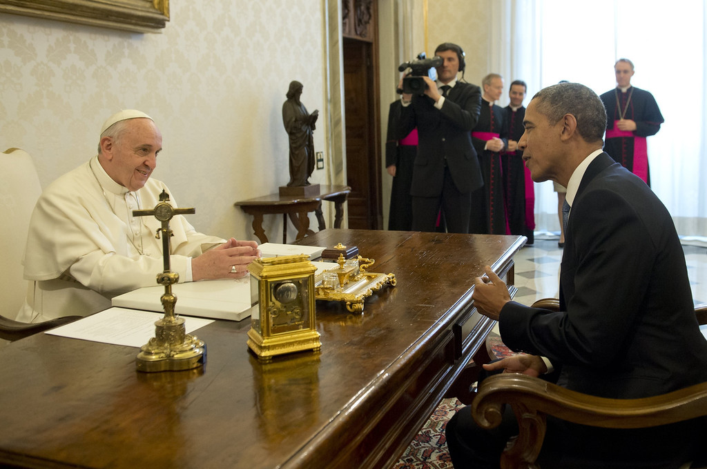. Pope Francis (L) meets with US President Barack Obama during a private audience on March 27, 2014 at the Vatican. .    AFP PHOTO / SAUL LOEB/AFP/Getty Images