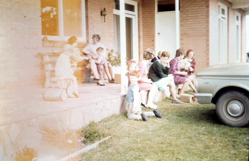 1968-9-10 (1) Susan 3 yrs, David 4 yrs @ Carolyn Spooners 3rd birthday.JPG