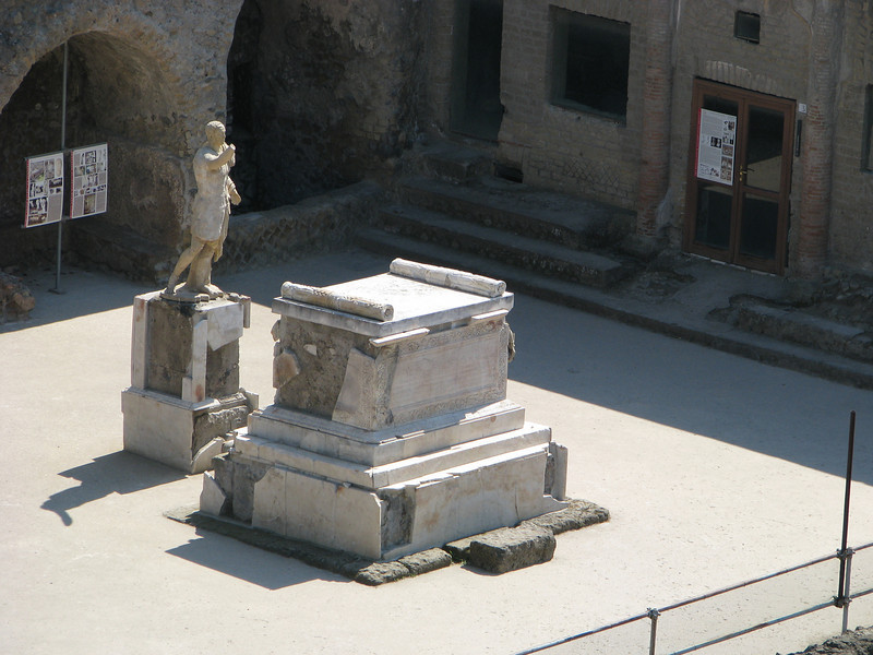 Statue and tomb in Herculaneum