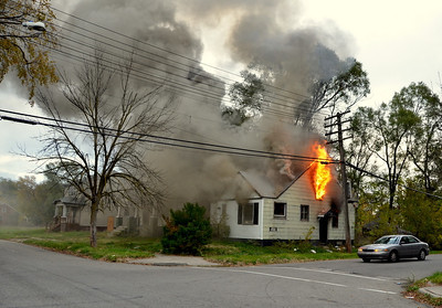 Detroit MI, Pole fire turns into Box Alarm 10-31-11.