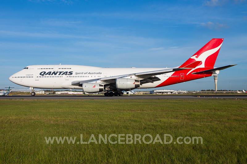 Qantas 747-400 - VH-OJS - BNE