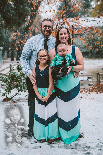 11-27-16 Becky & Douge with Travis Family Photo Session Oak Glen in the Snow-9013.jpg