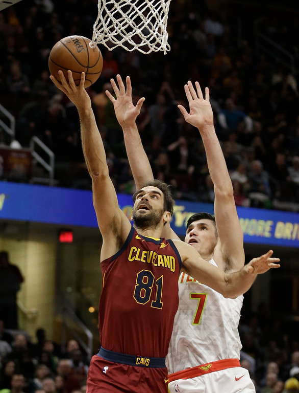 . Cleveland Cavaliers\' Jose Calderon (81), from Spain, shoots against Atlanta Hawks\' Ersan Ilyasova (7), from Turkey, in the second half of an NBA basketball game, Tuesday, Dec. 12, 2017, in Cleveland. (AP Photo/Tony Dejak)