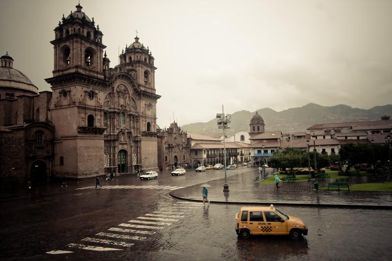 cusco-plaza-de-armas_5532783998_o.jpg