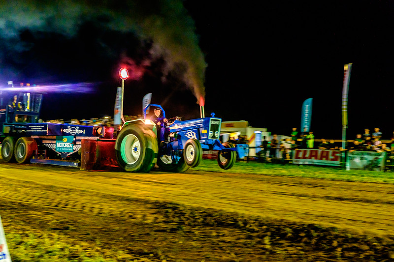 Tractor Pulling 2015-2421.jpg