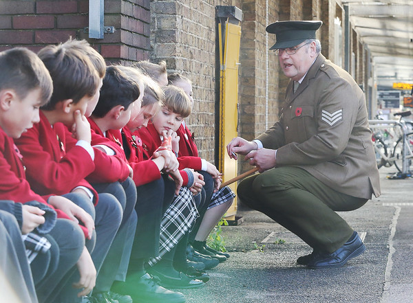 9/11/18 - HIGH SPEED WW1 HISTORY LESSON FOR PUPILS ON-BOARD POPPY TRAIN
