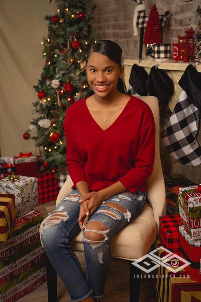 Toni and Family Christmas 2019-00815.jpg