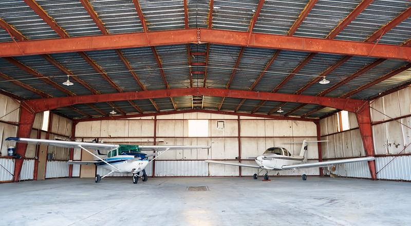 Cessna 172 - In Hangar.jpg