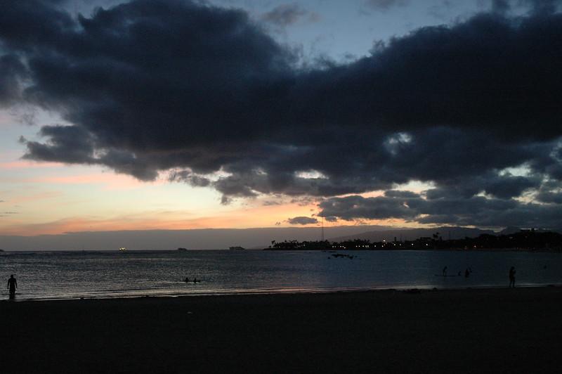 Hawaii - Ala Moana Beach Sunset-197.JPG