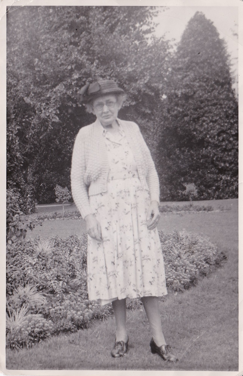 Isabel Gregg Hendy in Grosvenor Park Chester.<br /> August, 1951