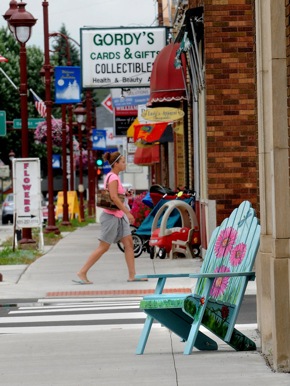 ". ""Lazy Daisy\"" by Beth Lunsford sits in front of a photography store in Lindstrom, MN.  (Pioneer Press: Jean Pieri)"