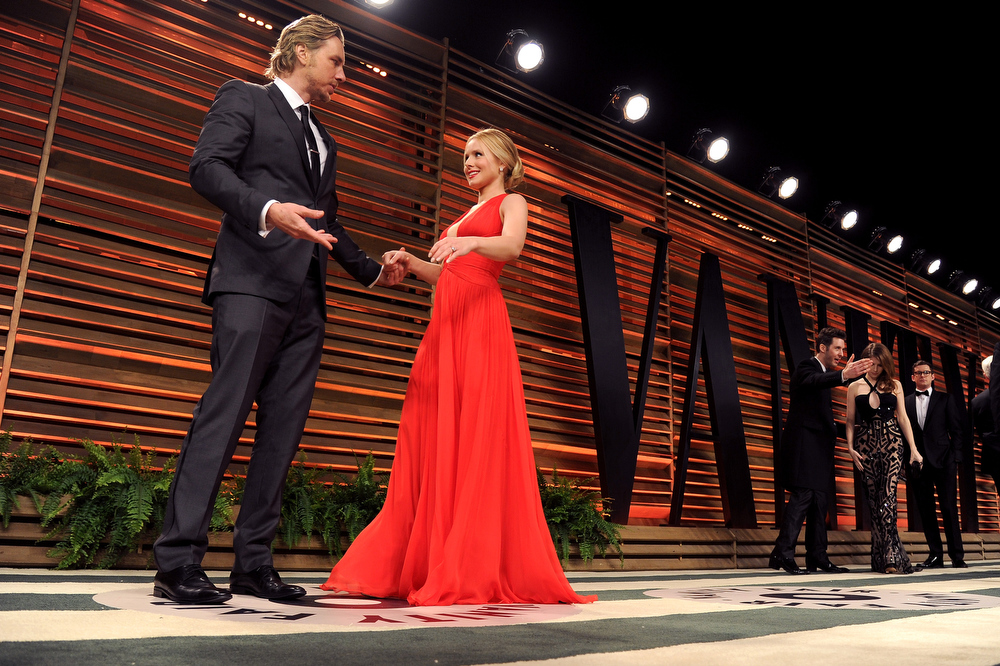 . Actors Dax Shepard (L) and Kristen Bell  attends the 2014 Vanity Fair Oscar Party hosted by Graydon Carter on March 2, 2014 in West Hollywood, California.  (Photo by Pascal Le Segretain/Getty Images)