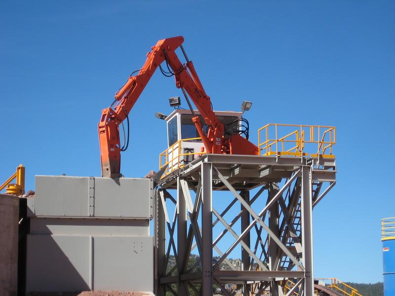NPK B700 pedestal boom system (sn 1N7470) with GH6 hydraulic hammer-secondary rock breaking (5).jpg