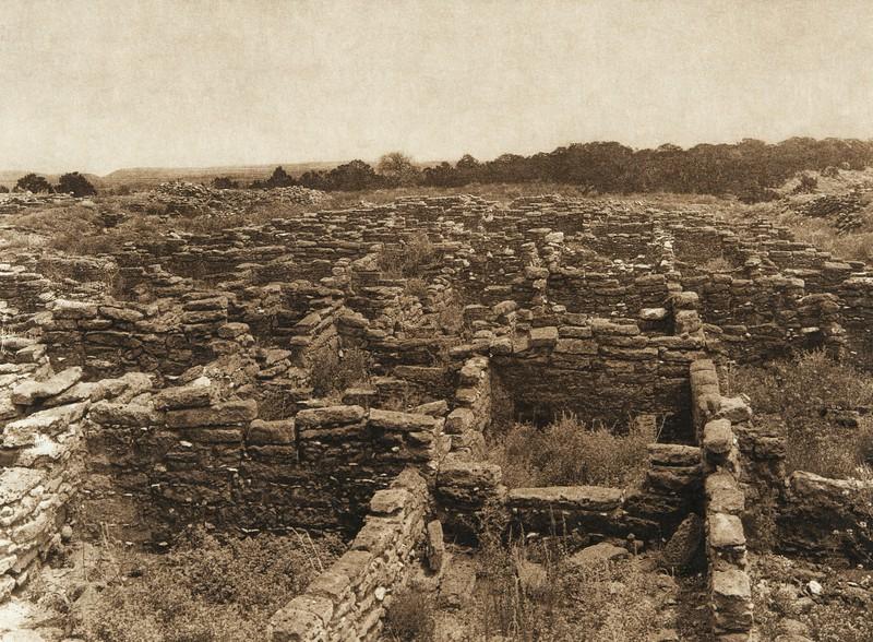 Ruins on the mesa at Puye (The North American Indian, v. XVII. Norwood, MA, The Plimpton Press,  1926)