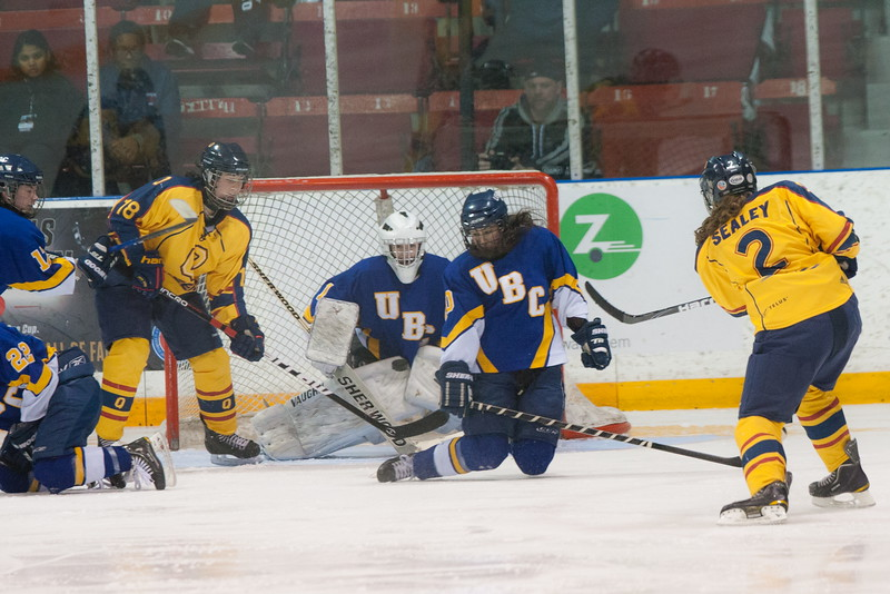 20130310 QWHockeyvsUBC 561.jpg