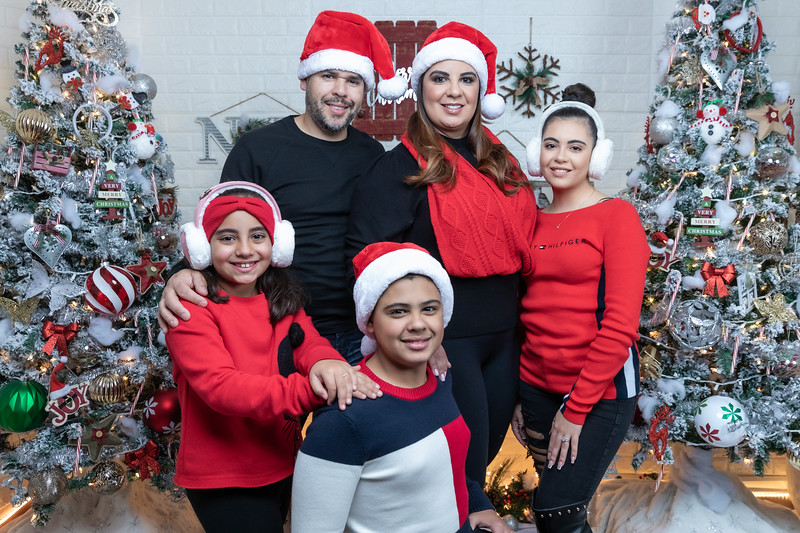 12.18.19 - Vick's Christmas Photo Session 2019 - -91.jpg