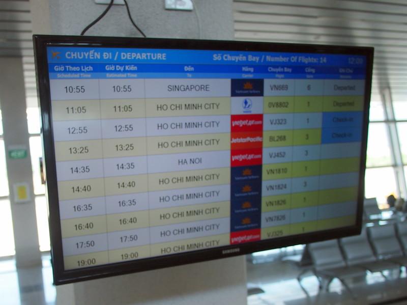 P2017373-departure-board.JPG