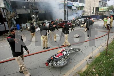 suicide-bombing-kills-5-at-pakistan-police-complex
