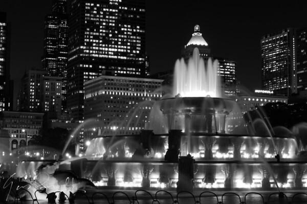 Chicago Buckingham Fountain at night