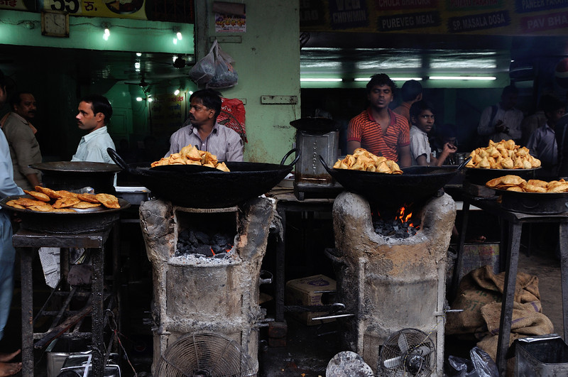Varanasi-Samosawallas.jpg