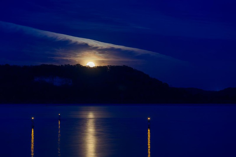 DA099,DP,Moonrise over the Mississippi.jpg