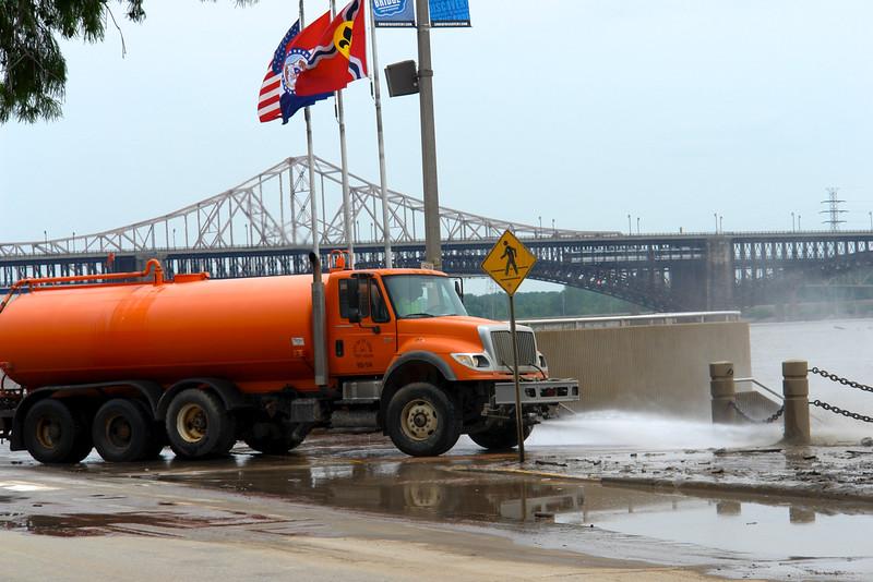 St. Louis arch/riverfront - 02