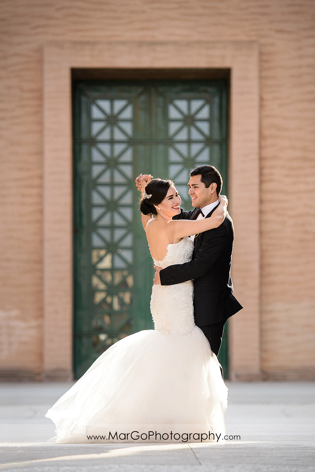 bride and groom dancing at San Francisco Palace of Fine Arts