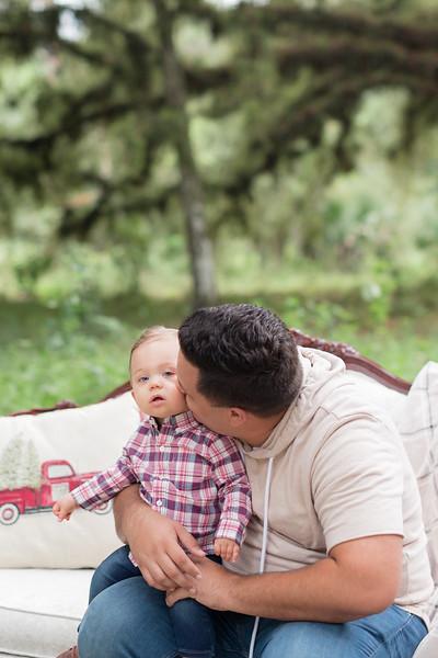 Holiday Minis- Acosta Family-14.jpg