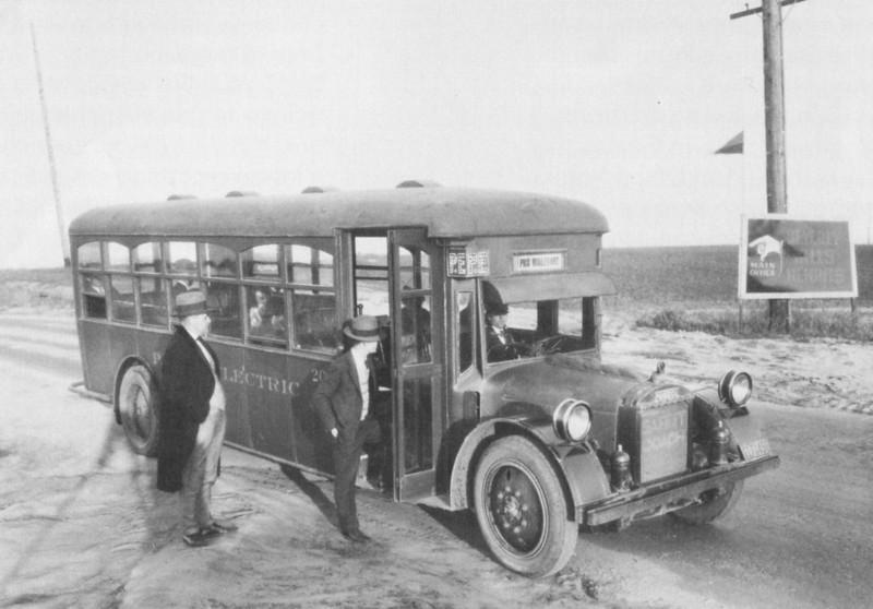 1925-LAfreewayAnAppreciativeEssay094-PacificElectricBus.jpg