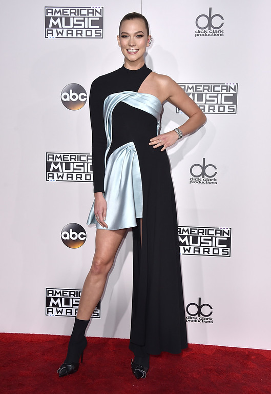 . Karlie Kloss arrives at the American Music Awards at the Microsoft Theater on Sunday, Nov. 20, 2016, in Los Angeles. (Photo by Jordan Strauss/Invision/AP)