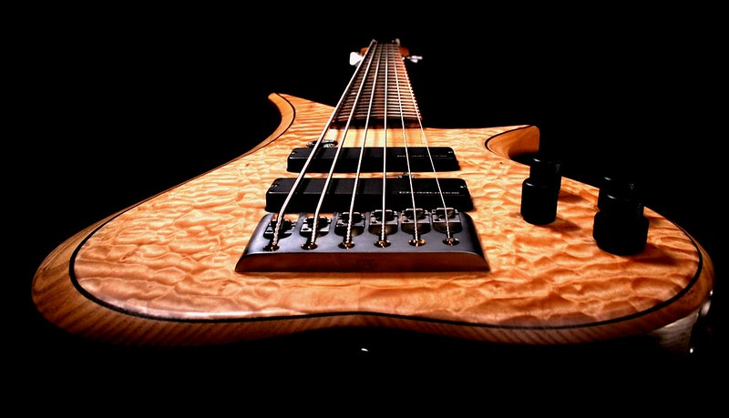 IMG_3091  BLDesign.us: 010 Marozi 6-string set-neck prototype. Photos: Marc Pagano. Slideshow Music: Nick Rosenthal and Beau Leopard.  All Content © 2005-2007 Beau Leopard Design .:. Custom Bass Guitars