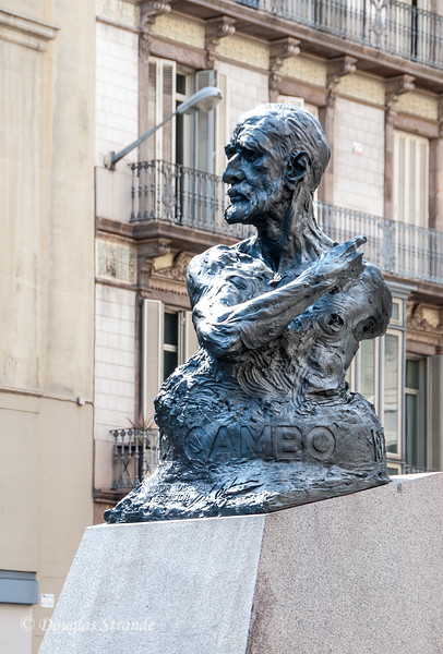 Barcelona: Monument to a famous Catalan nationalist, Francesc Cambo