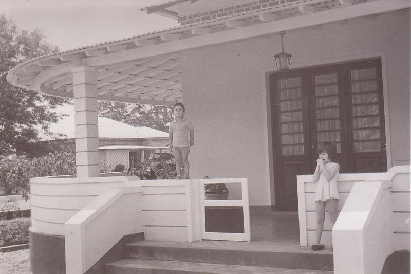 Casa familia Silvério Costa - 1972 Luxilo ( Casa da Milicia ao fundo)