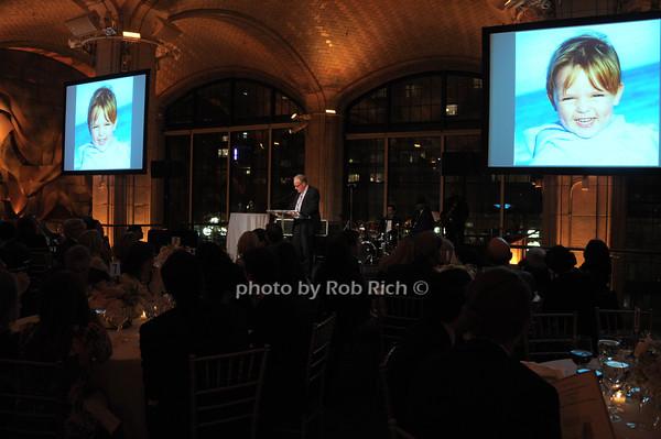 atmosphere at Gustavino's   photo  by Rob Rich © 2014 robwayne1@aol.com 516-676-3939