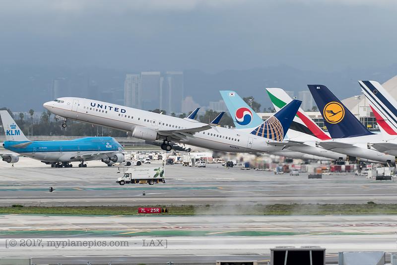 F20170218a144454_7399-Boeing 737-924-United-N69835.jpg