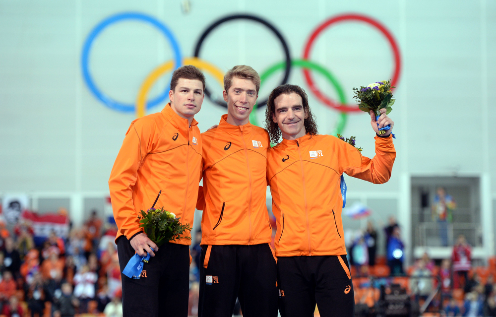 . (From L-R) Netherlands\' silver medalists Sven Kramer, Netherlands\' gold medalists Jorrit Bergsma and Netherlands\' bronze medalists Bob de Jong pose on the podium during the Men\'s Speed Skating 10000 m Flower Ceremony at the Adler Arena during the Sochi Winter Olympics on February 18, 2014. (JUNG YEON-JE/AFP/Getty Images)
