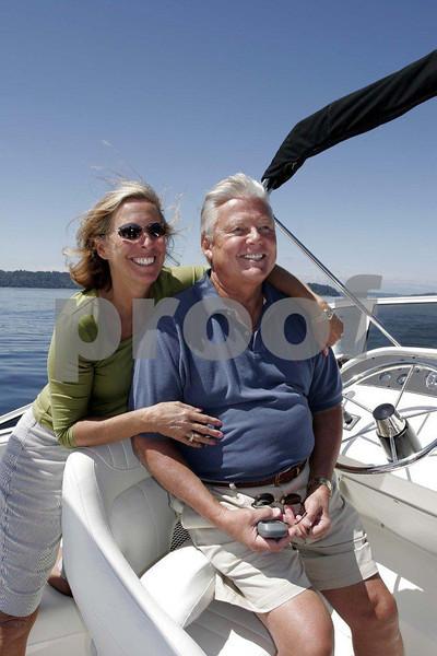 Couple & power boat 0128.jpg