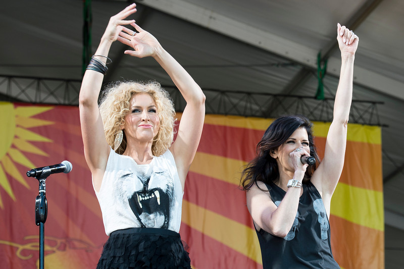 Kimberly Schlapman (L), & Karen Fairchild, (R)