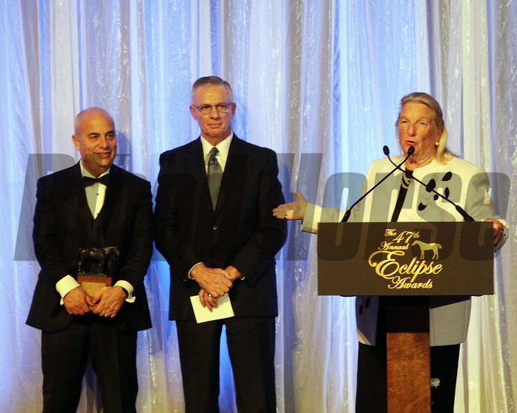 Charlotte Weber accepts the Eclipse award for  Male Sprinter, World Approval, with trainer Mark Casse and Bruce Hill, 2018 Eclipse Awards, Gulfstream Park