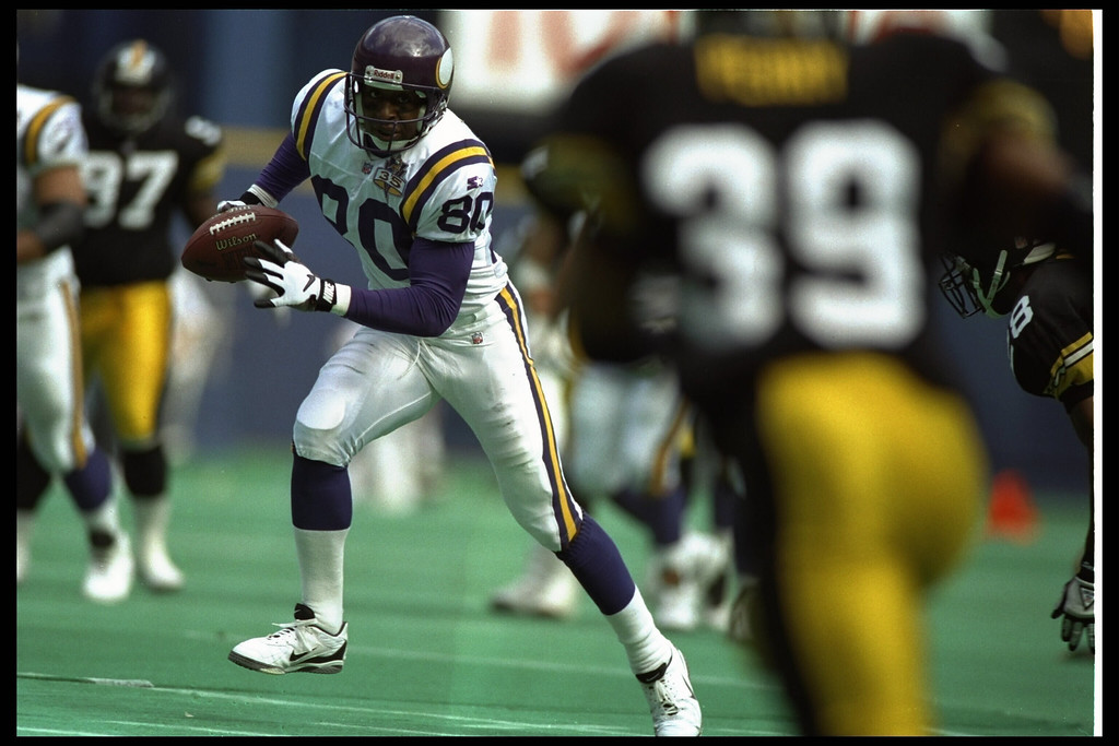 . 24 SEP 1995:  MINNESOTA WIDE RECEIVER CRIS CARTER #80 RUNS DOWN FIELD AFTER A CATCH DURING THE VIKINGS 44-24 VICTORY OVER THE PITTSBURGH STEELERS AT THREE RIVERS STADIUM IN PITTSBURGH, PENNSYLVANIA.  (Photo by Doug Pensinger/Getty Images)