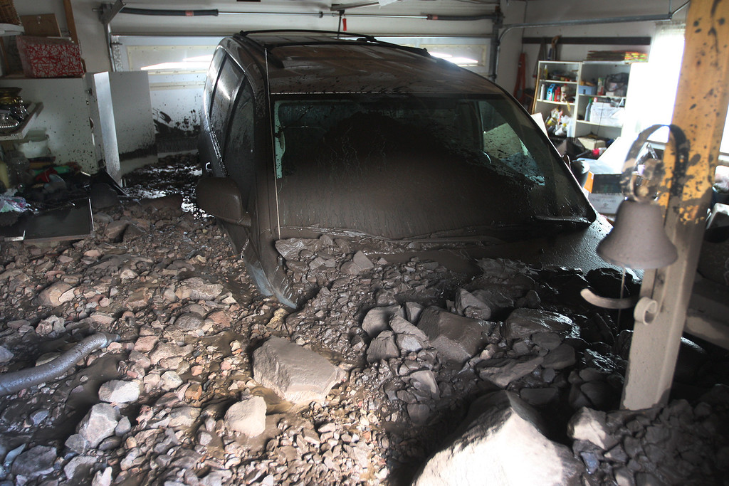 . A garage is filled with rocks and mud after debris flows smashed into homes as a powerful storm that has been lashing northern California moves southward on December 12, 2014 in Camarillo Springs neighborhood of Camarilla, California.   (Photo by David McNew/Getty Images)
