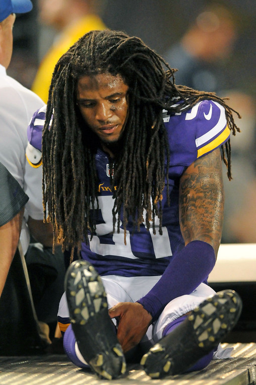 . Glum Vikings cornerback Bobby Felder is taken off the field after an injury during the second half against the Titans.  (Pioneer Press: Sherri LaRose-Chiglo)