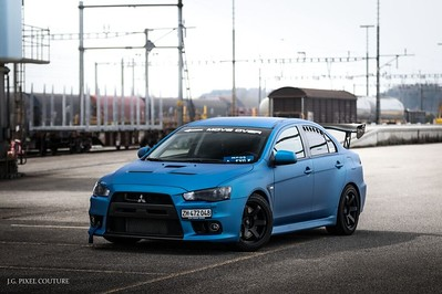 Simon's EVOX on 18x9.5 e20 Flat Black Grids