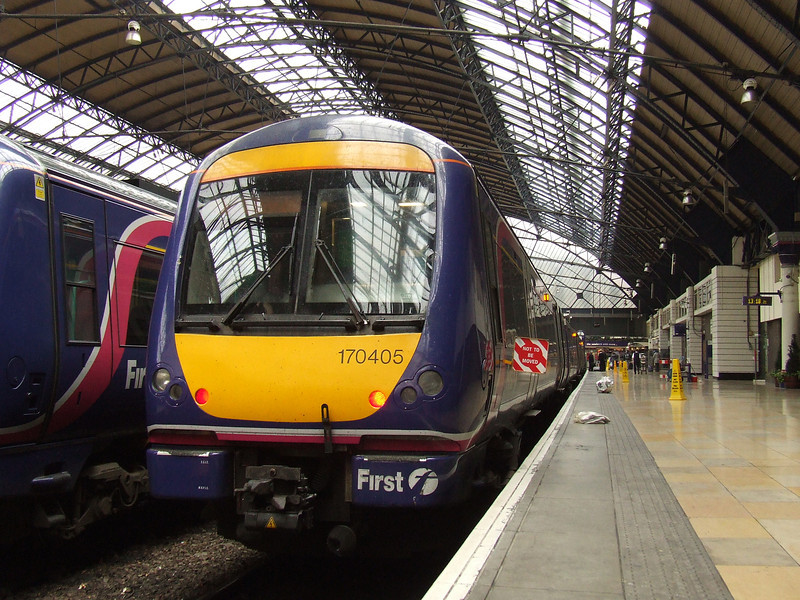 170405 at P2 of Glasgow Queen Street