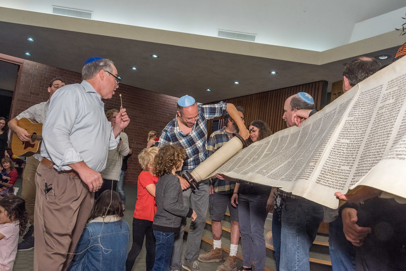 Simchat Torah-364.jpg