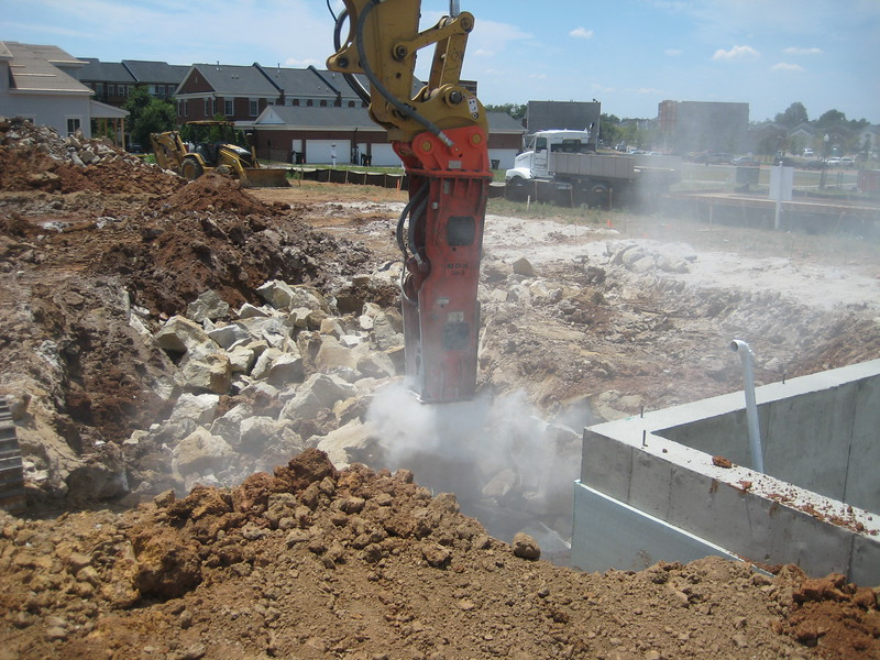 NPK GH9 hydraulic hammer (sn 91377) on Cat excavator (4).jpg