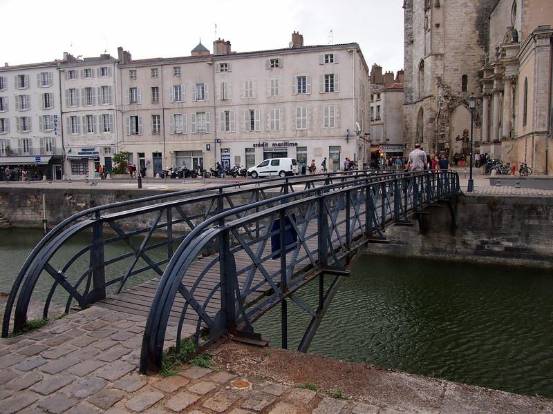 P7246097-bridge-to-old-town.JPG