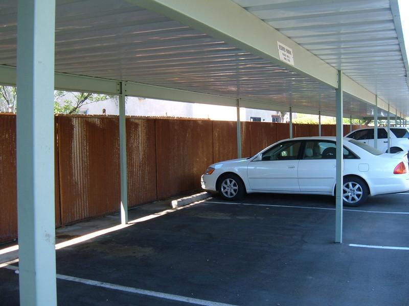 Sdpebble - fencing corrugated.JPG