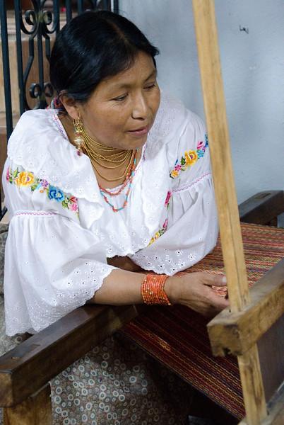 4-harness loom for weaving